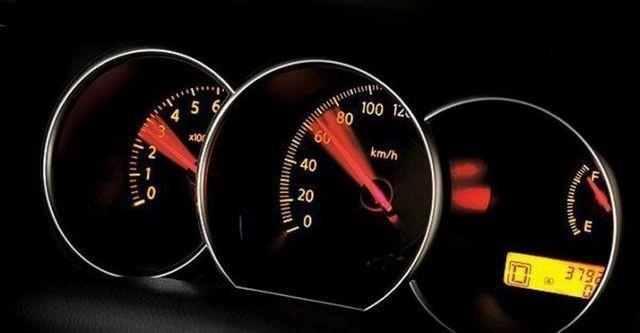 2011 Nissan Tiida 4D 1.6 L  第6張相片