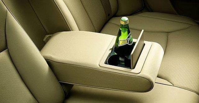 2011 Nissan Tiida 5D 1.8 L  第8張相片