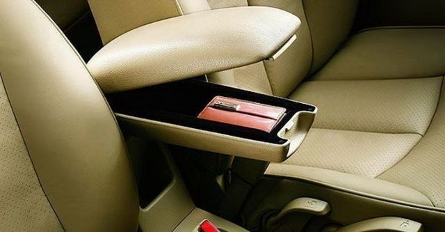 2008 Nissan Tiida 四門1.6B  第9張相片