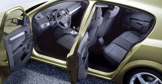 2011 Opel Astra 1.8 Club  第8張相片