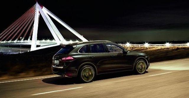 2013 Porsche Cayenne Turbo Tiptronic  第6張相片