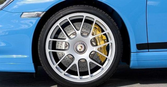 2011 Porsche 911 Turbo Coupe  第8張相片