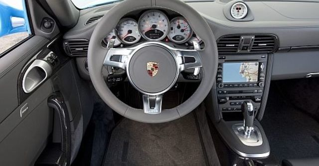 2011 Porsche 911 Turbo Coupe  第10張相片