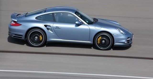 2011 Porsche 911 Turbo S Coupe  第4張相片