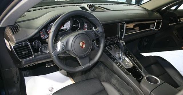 2011 Porsche Panamera S Hybrid  第6張相片