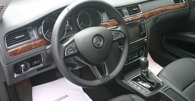 2015 Skoda Superb Sedan 2.0 TDI Elegance  第9張相片