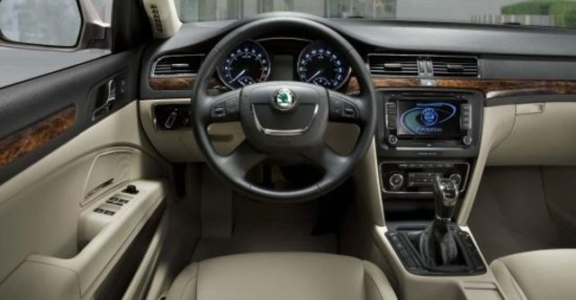 2012 Skoda Superb Sedan 1.8 TSI  第8張相片