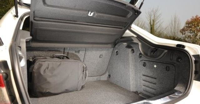 2011 Skoda Superb Sedan 2.0 TDI  第8張相片