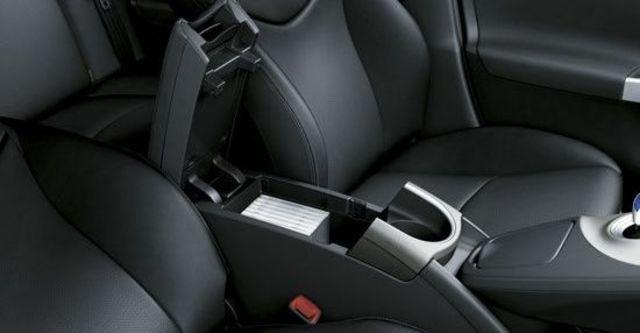 2013 Toyota Prius 1.8 E-Grade  第10張相片