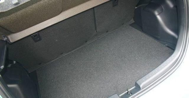 2013 Toyota Prius c 1.5  第9張相片