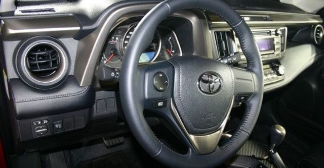2013 Toyota RAV4 2.0 E  第4張相片