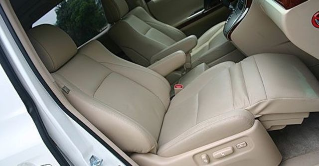 2011 Toyota Alphard 2.4  第6張相片