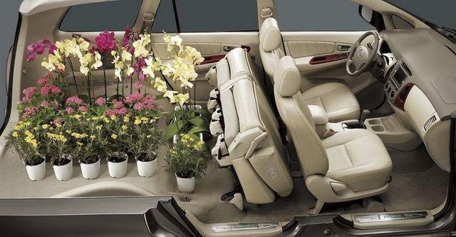 2011 Toyota Innova 2.7 G  第8張相片