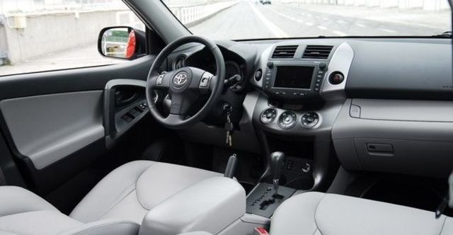 2010 Toyota RAV4 2.4 E天窗  第4張相片