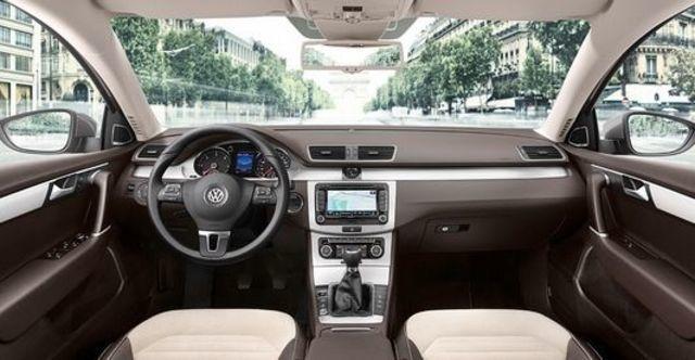 2012 Volkswagen Passat Sedan 2.0 TDI BlueMotion  第5張相片