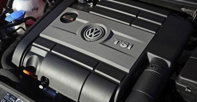2010 Volkswagen Golf R 5D  第7張相片