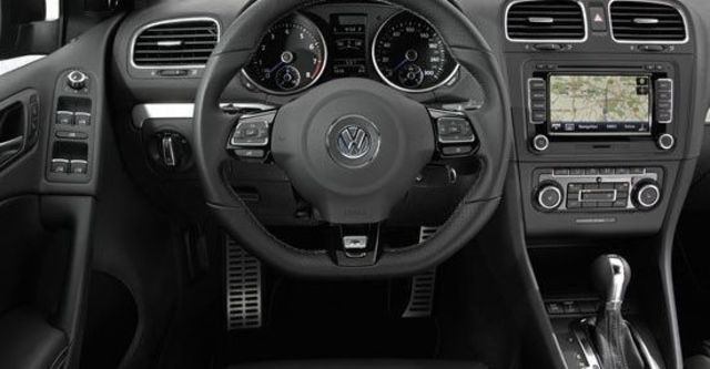 2010 Volkswagen Golf R 5D  第8張相片
