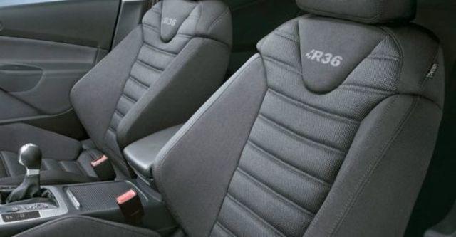 2010 Volkswagen Passat Variant R36  第8張相片