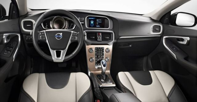 2015 Volvo V40 Cross Country D4豪華版  第9張相片