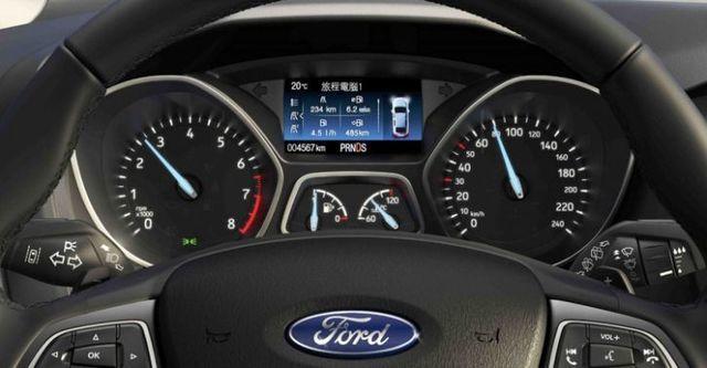 2016 Ford Focus 4D 1.6汽油時尚型  第9張相片