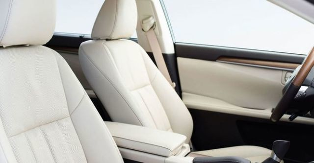 2016 Lexus ES 300h旗艦版  第10張相片