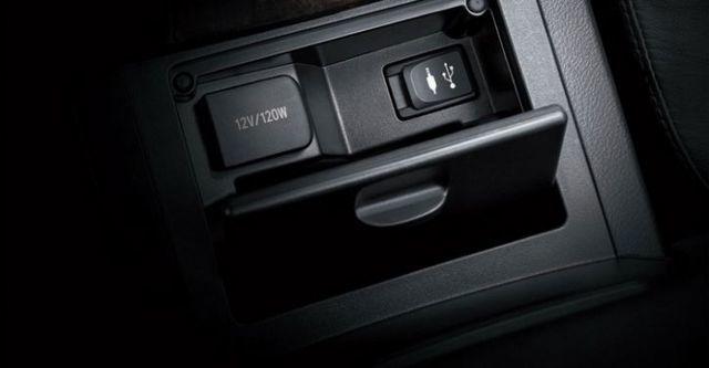 2016 Toyota Camry 2.0尊爵  第9張相片