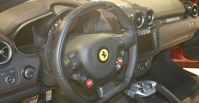 2016 Ferrari FF V12  第10張相片