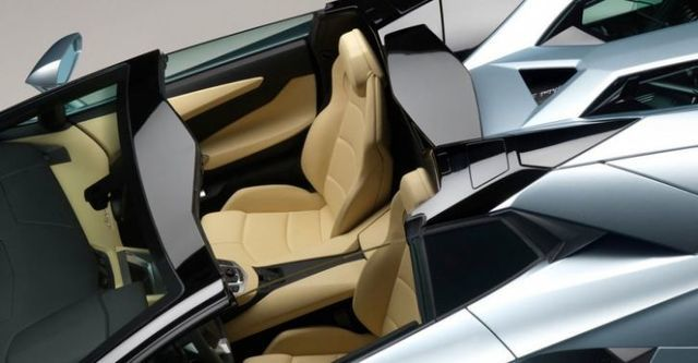 2016 Lamborghini Aventador Roadster LP 700-4  第9張相片
