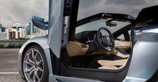 2016 Lamborghini Aventador Roadster LP 700-4  第10張相片