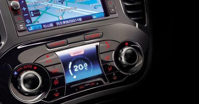2016 Nissan Juke 1.6渦輪增壓奔放天窗版  第8張相片