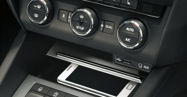2015 Skoda Octavia Sedan 1.6 TDI Elegance  第9張相片