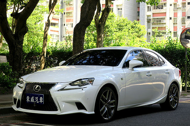 2015 LEXUS IS250 F-Sport 導航 白色 保固中《東威》