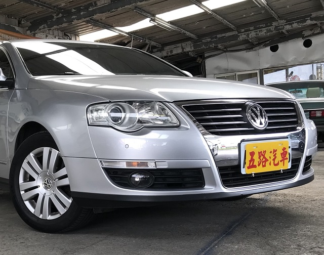 【五路汽車】脱下西裝、Volkswagen Passat 2.0T FSI 200匹讓您稍稍放縱一下,享受一下快意駕馭的速度感。 (原機長座駕、原廠保養)