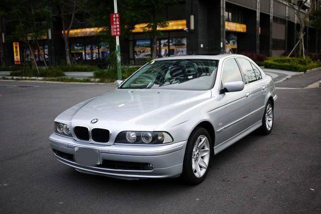 02年BMW E39 530i ~一手漂亮車~稀少酒紅色內裝~僅行駛14萬