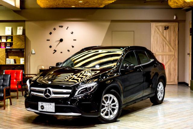 高雄 和悅汽車有限公司 16年式 BENZ GLA180 總代理