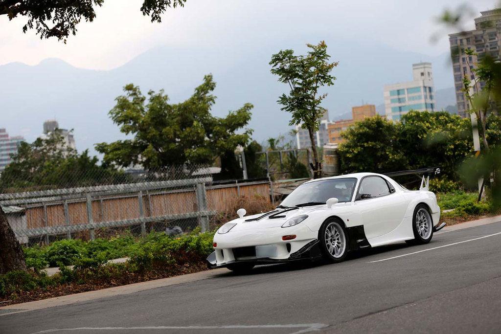 值得擁有中古車No.9 俐落身形一眼難忘Mazda RX-7 FD3S