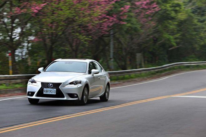 Lexus IS 300h AVE302 智慧切換的Hybrid系統