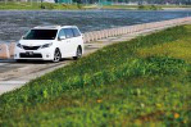 微型整形更精緻 2015 Toyota Sienna SE