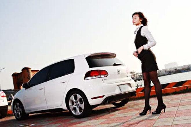 OL超級女業務佳霏 & Golf GTI MK6