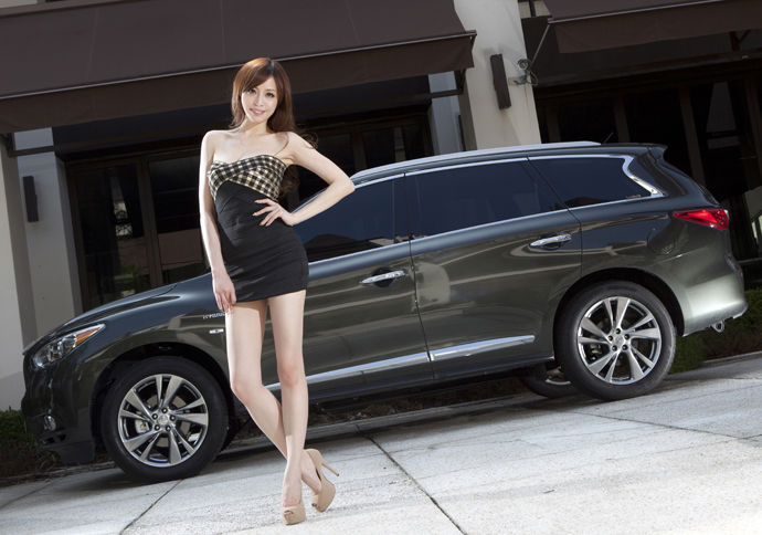 Date With LUCY - Infiniti QX60 Hybrid 專屬執事