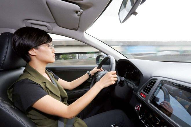 新手駕訓系列─開慢怕被後車按喇叭、開快又怕發生危險,我到底該怎麼辦?