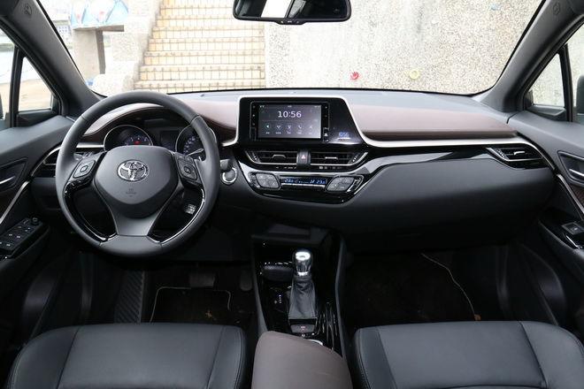 日系前衛小跑旅 Toyota C-HR 尊爵AWD版試駕-外觀內裝篇: Page 2 of 2