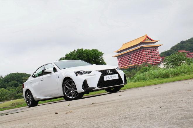 戰力更均衡 Lexus小改款IS200t F SPORT NAVI試駕