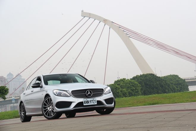 源自「AMG」名門   Mercedes-Benz C450 AMG 4MATIC試駕