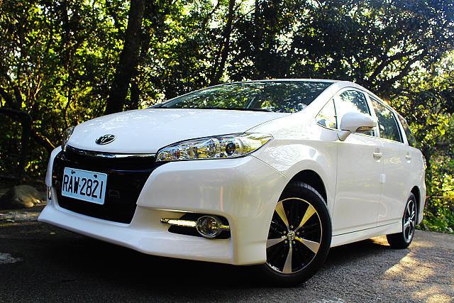 希望號4G科技注入,Toyota Wish Monotone尊爵智慧行試駕: Page 2 of 3