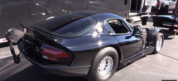 當Dodge Viper遇上雙渦輪增壓系統,在直線加速賽場上就是能大放異彩