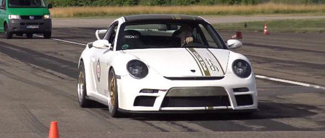 擁有1,200 HP最大馬力的9ff Porsche 911 GTurbo R(997)讓許多後輩車款不敢小覷