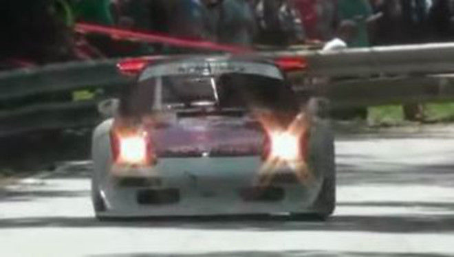 身懷700 HP的Porsche 911 GT2 (993)可謂爬山賽車的殺手車款