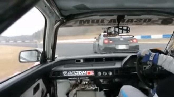 你覺得誰會勝出呢?Nissan GT-R(R35) VS Honda Civic
