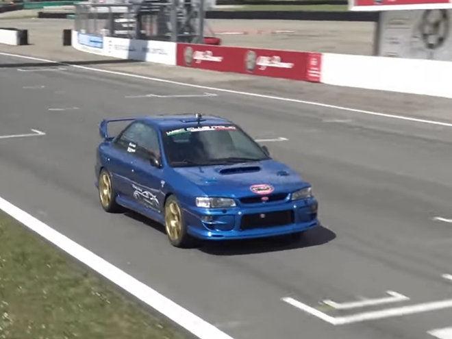 這輛Subaru Impreza STi (GC8)在賽道上逞凶鬥狠的樣貌絲毫看不出年齡痕跡!